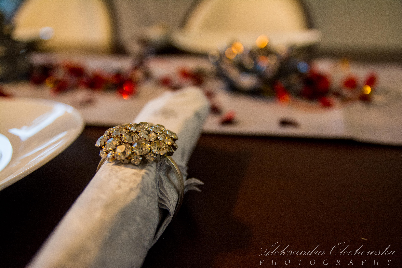 Pomysł na świąteczną aranżację stołu - eleganckie serwetki