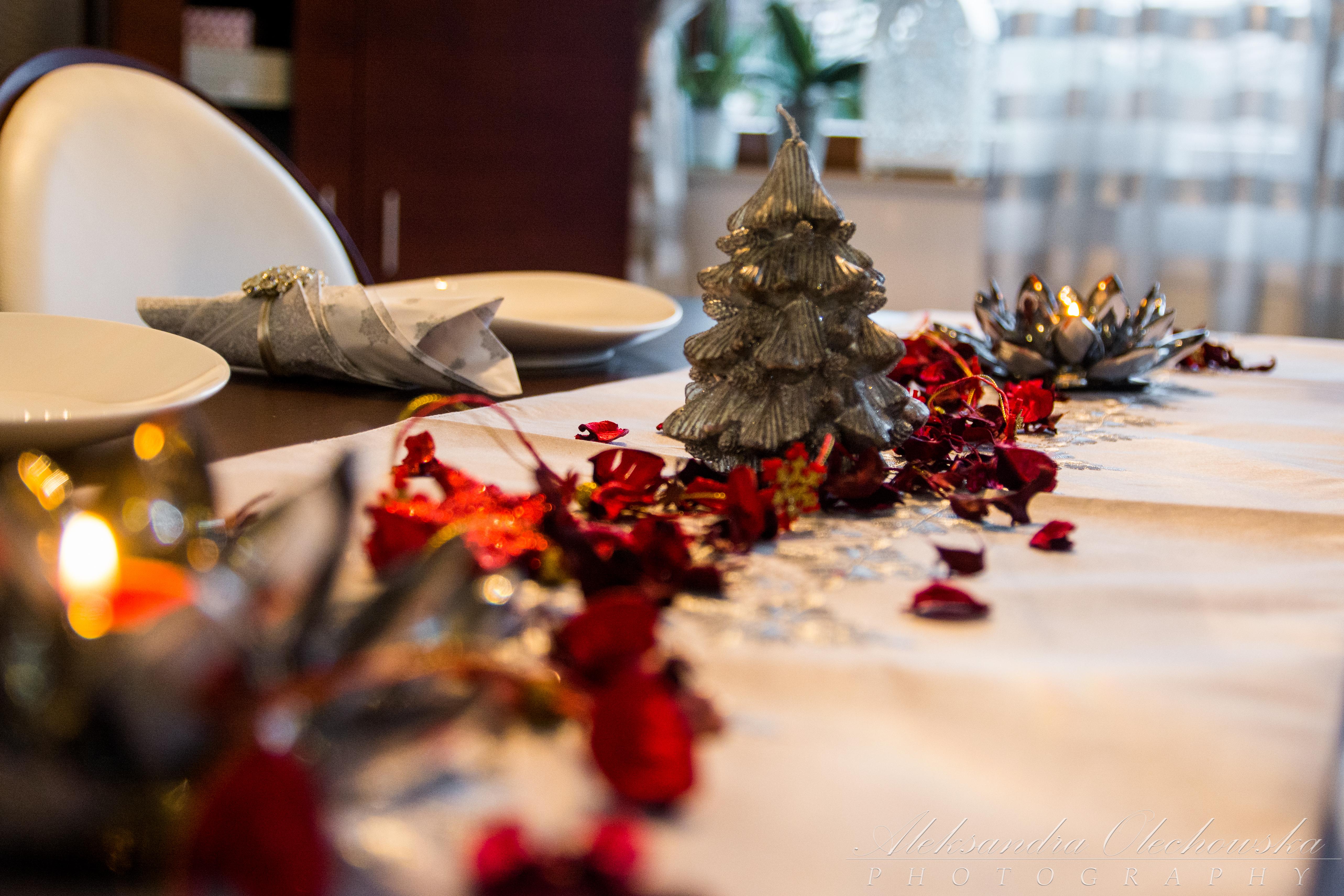 Pomysł na świąteczną aranżację stołu - bieżnik